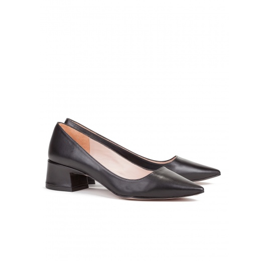 Mid heel shoes in black leather Pura L�pez