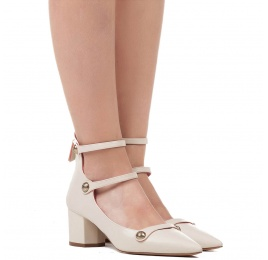 Mid heel shoes in cream leather Pura López