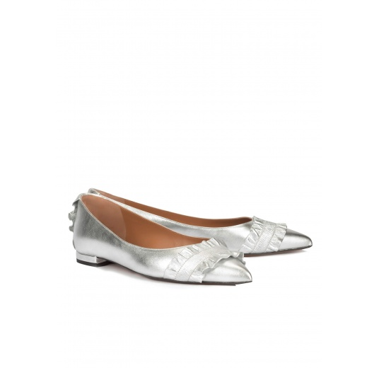 Ruffled point-toe flat shoes in silver leather Pura L�pez