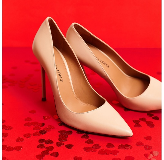 High heel pointy toe pumps in beige leather Pura López
