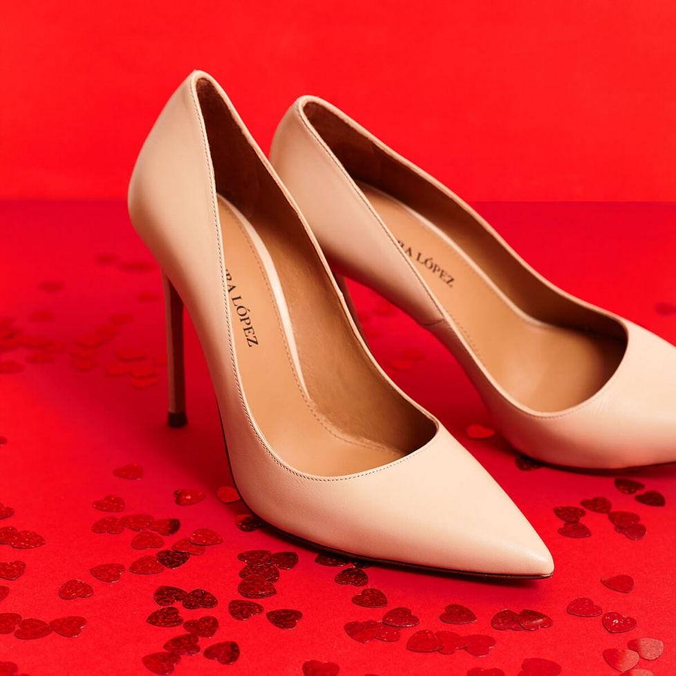 High heel pointy toe pumps in beige leather
