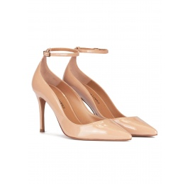 Ankle strap high heel pointy toe shoes in nude patent leather Pura López