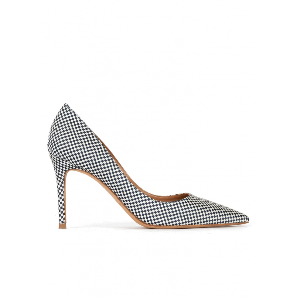 Point-toe high heel pumps in white-blue checked fabric