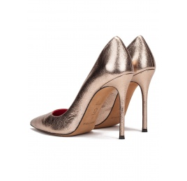 High heel pumps in gold metallic leather Pura López