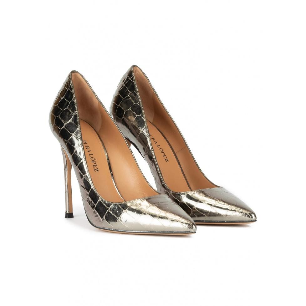 Zapatos de tacón alto y punta fina en piel plateada efecto cocodrilo