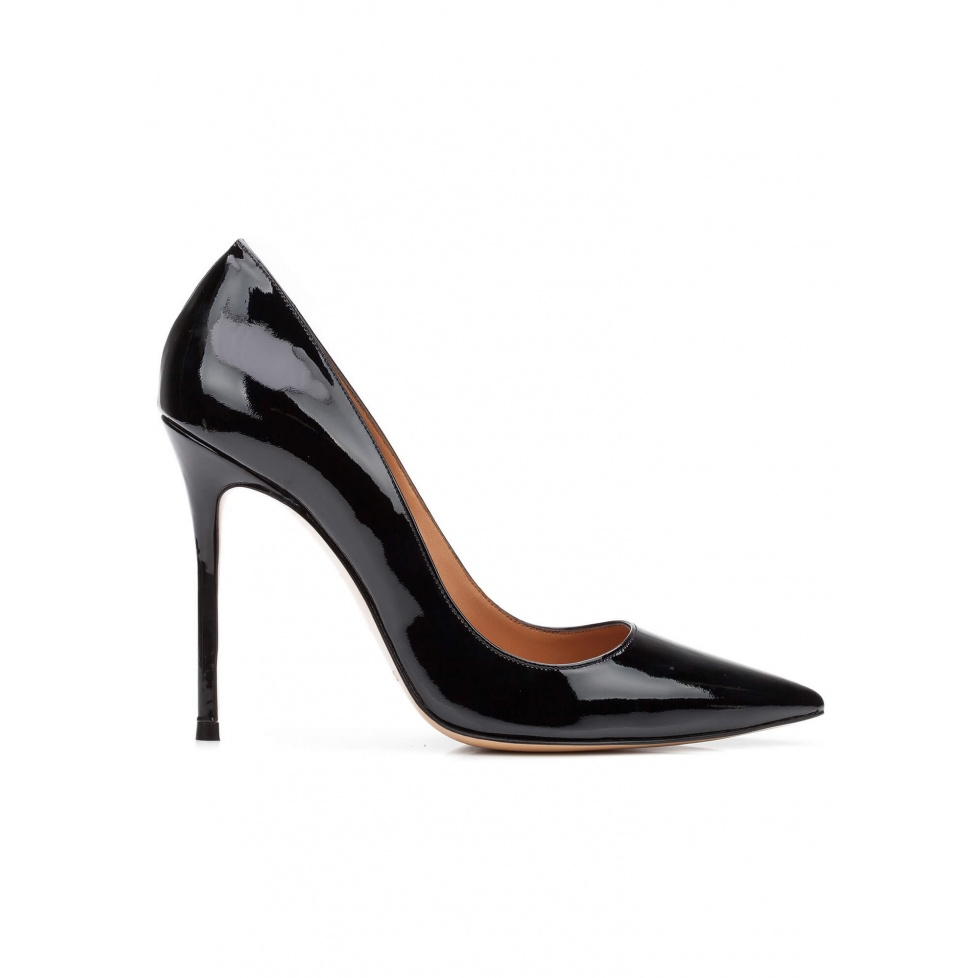 High heel pumps in black patent leather