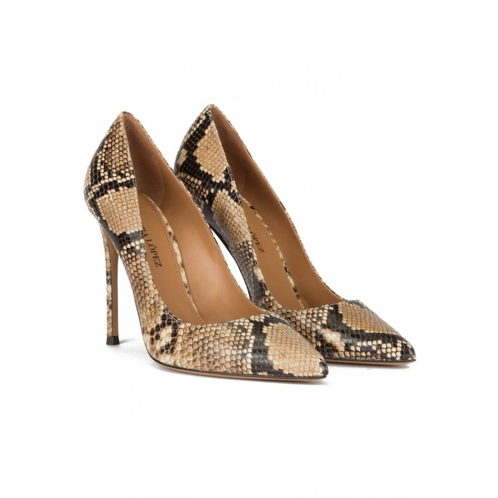 Zapatos de tacón y punta fina en piel con efecto serpiente