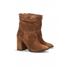 High heel ankle boots in brown suede Pura López