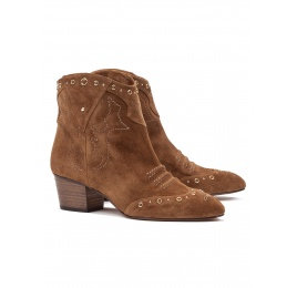 Mid heel ankle boots in brown suede Pura López