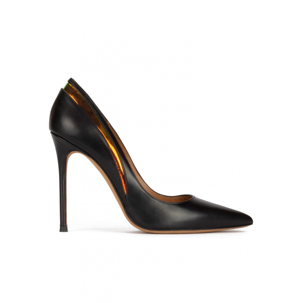 Pointy toe high pumps in black leather with detailed back