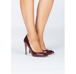 Burgundy patent leather heeled pumps Pura López