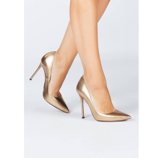 High heel pointy toe pumps in golden leather Pura López