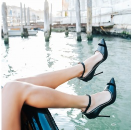 Black leather ankle strap heeled point-toe shoes Pura López
