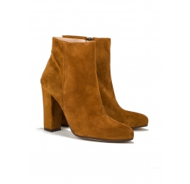 High heel ankle boots in tan suede Pura López