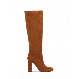 High heel boots in tan suede Pura López