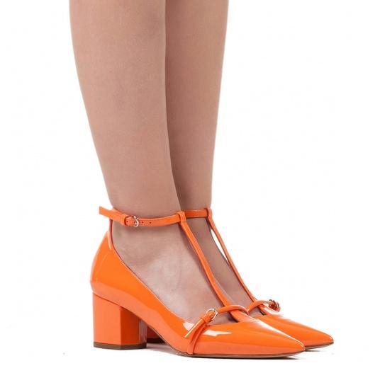Mid heel shoes in orange patent leather Pura L�pez