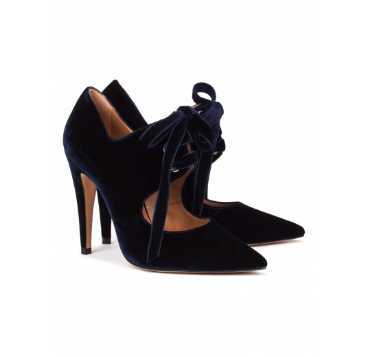 Zapatos de tacón alto en terciopelo azul noche con cordones Pura L�pez