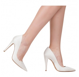 High heel bridal pumps in offwhite satin Pura López