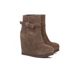 Wedge ankle boots in kaki suede Pura López