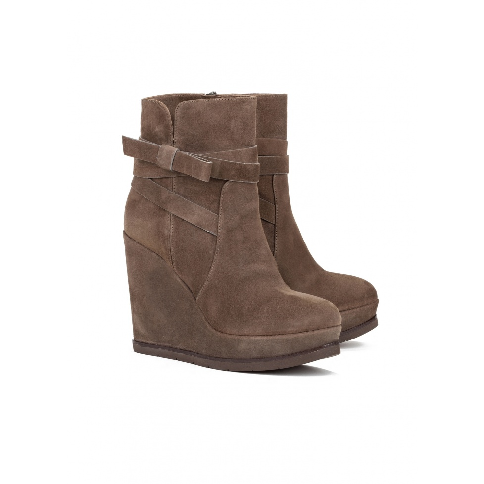 Wedge ankle boots in kaki suede - online shoe store Pura Lopez