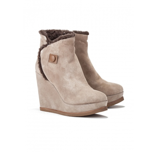 Wedge ankle boots in taupe suede Pura L�pez