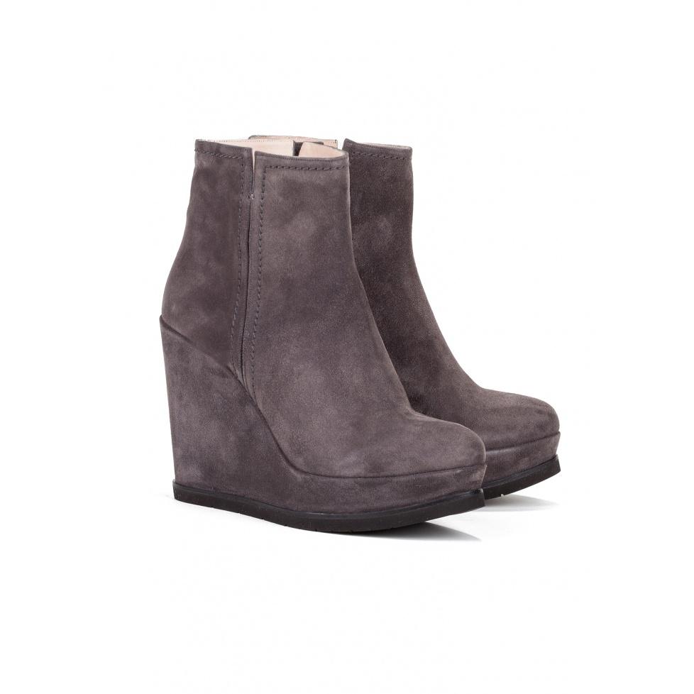 Botines de cuña en serraje gris - tienda de zapatos Pura López