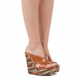 Wedge sandals in camel leather and geometric pattern Pura López