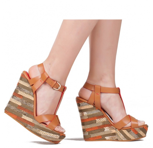 Wedge sandals in camel leather and geometric pattern Pura L�pez