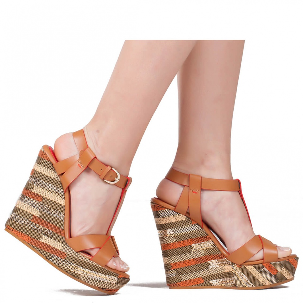 Wedge sandals in camel leather - online shoe store Pura Lopez