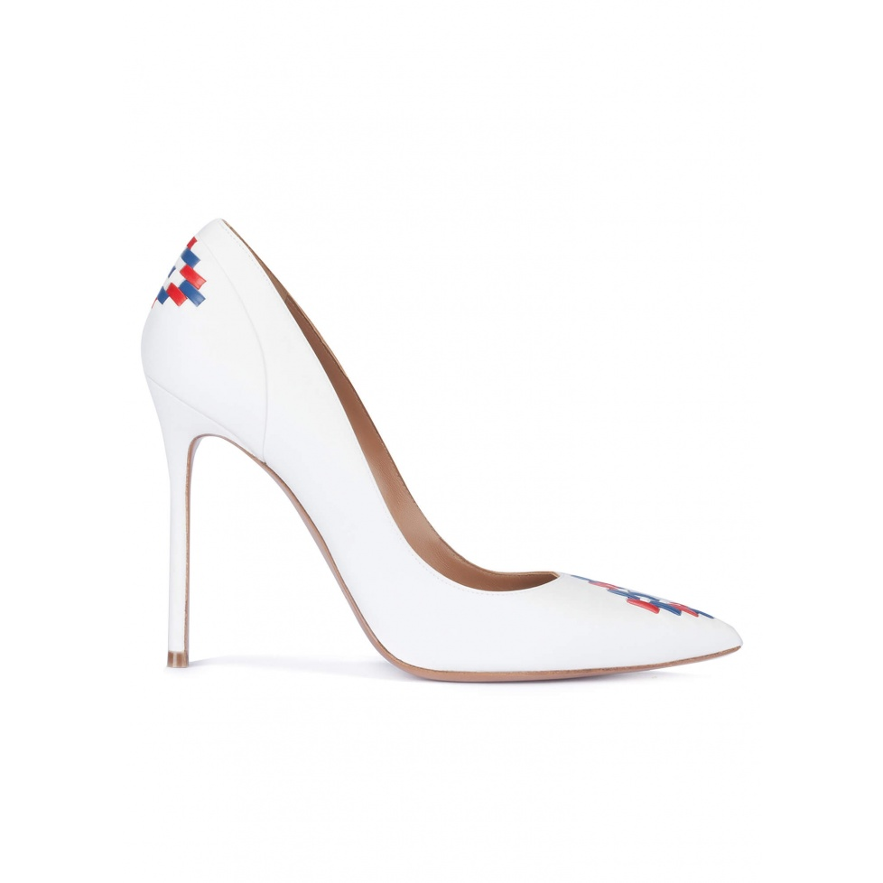 White tribal detailed high heel pumps