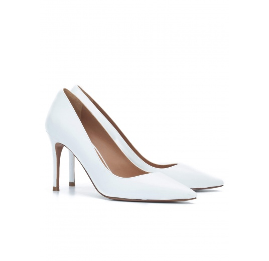 White calf leather pointy toe pumps Pura L�pez