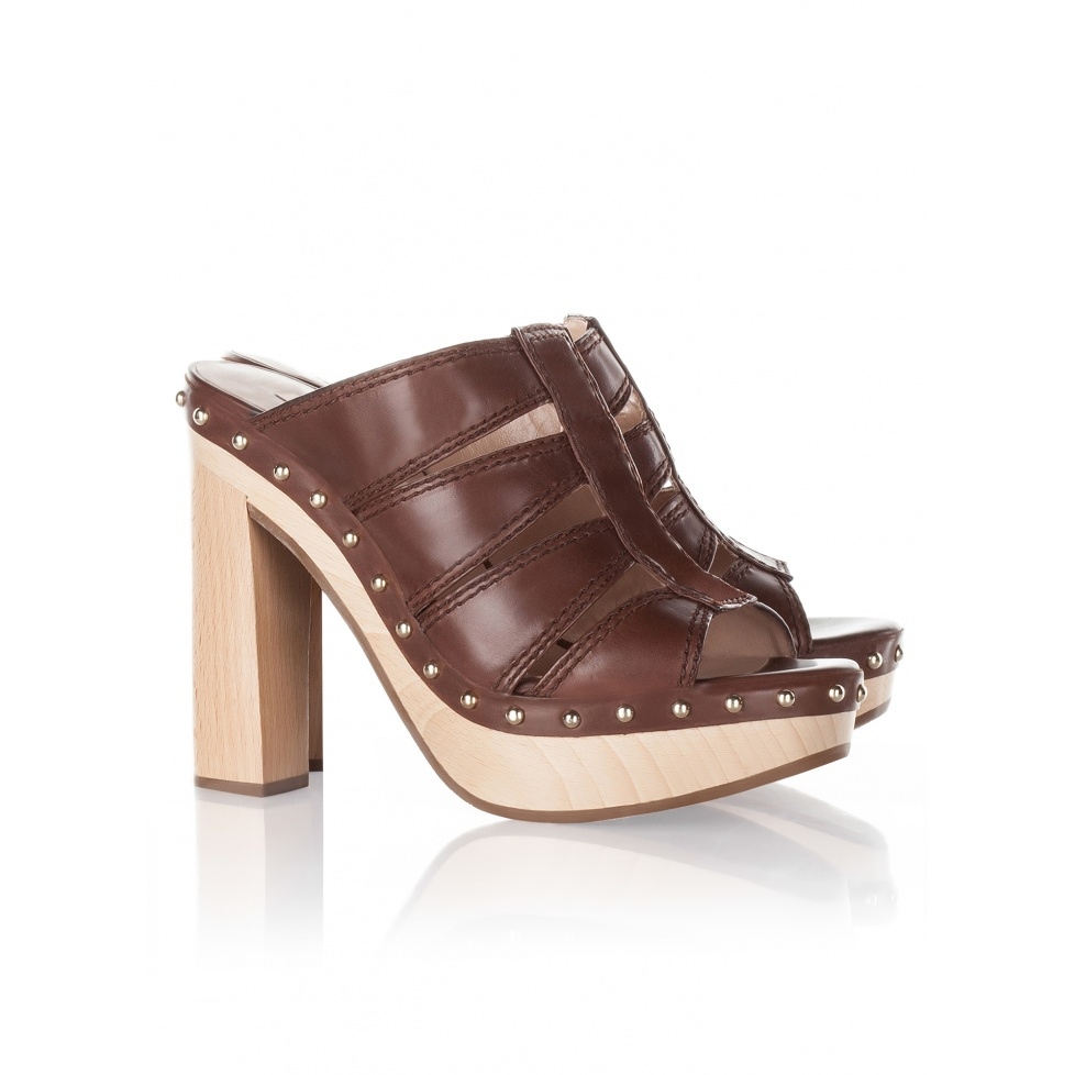 Wood platform clogss Pura Lopez in brown leather