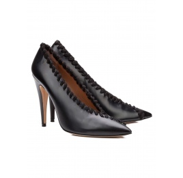 V-cut high heel pumps in black leather with woolen stitching Pura López