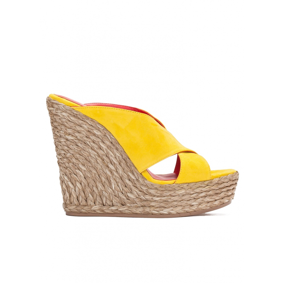 Wedge sandals in yellow suede