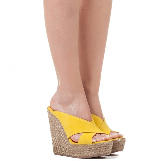 Wedge sandals in yellow suede Pura L�pez