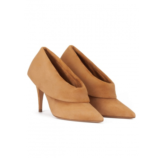 High heel point-toe shoes in camel suede Pura L�pez