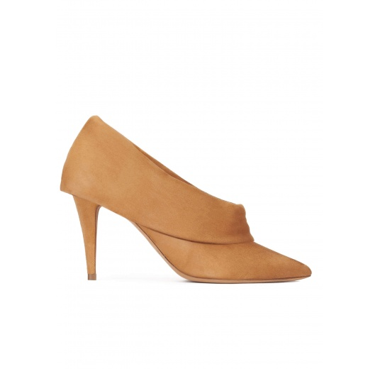 High heel point-toe shoes in camel suede Pura López