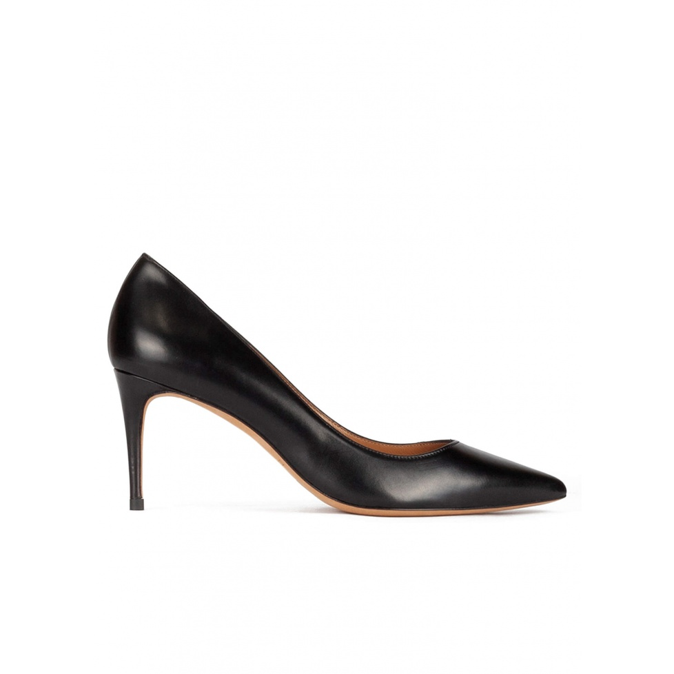 Point-toe mid heel pumps in black leather