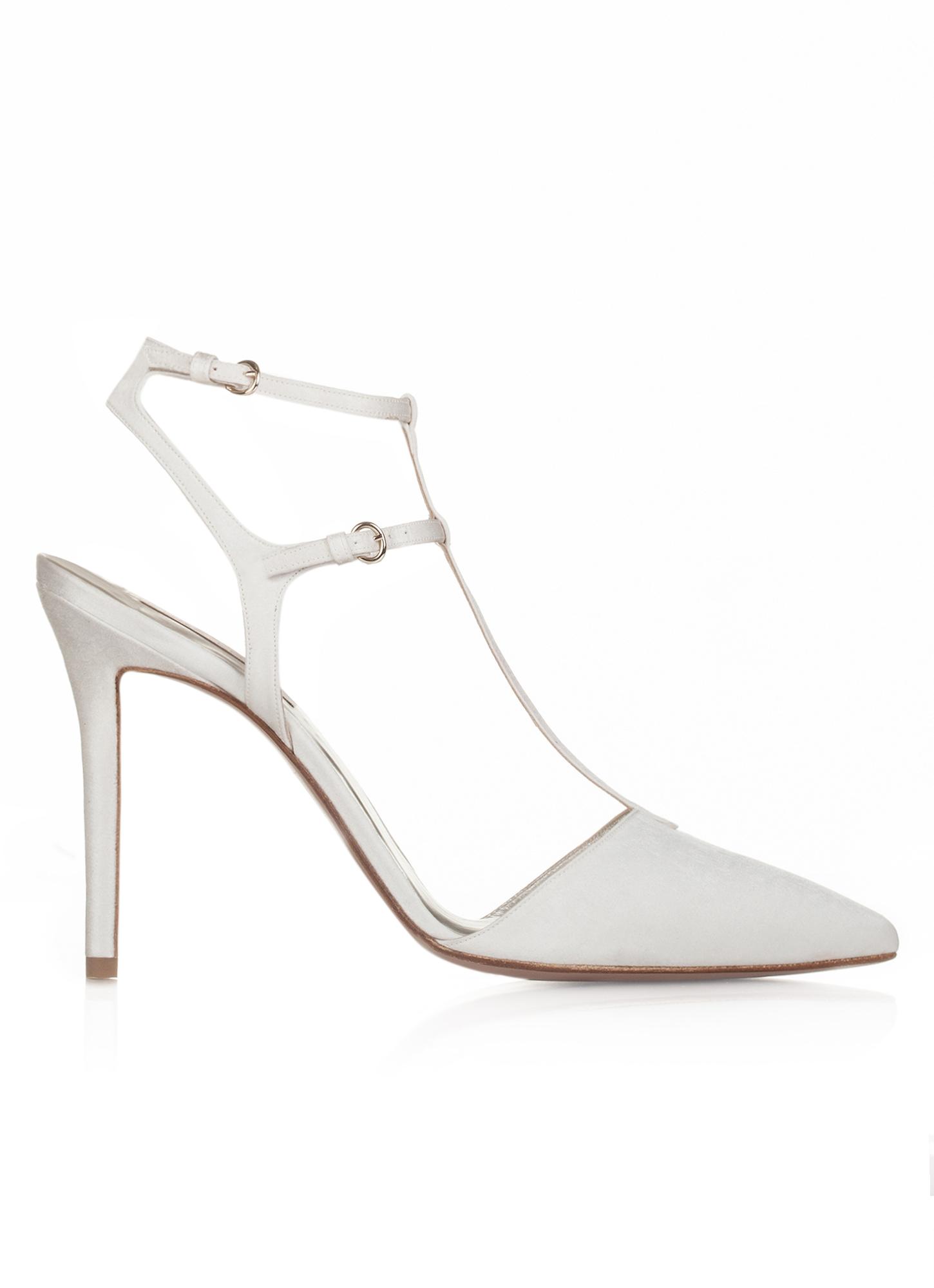 Zapatos Pura López de tacón alto con punta fina en raso blanco roto ... 1049bb28bb5