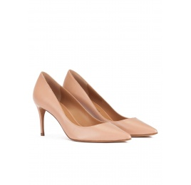 Mid heel sharp point-toe pumps in nude leather Pura López