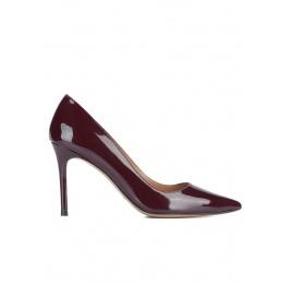 Zapatos de punta fina en charol burdeos Pura López