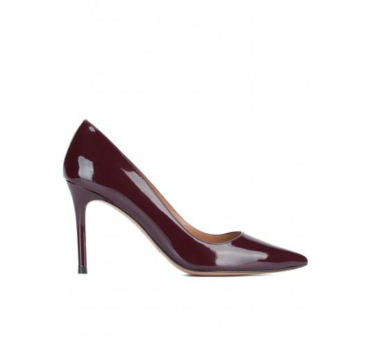 Zapatos de punta fina en charol burdeos Pura L�pez