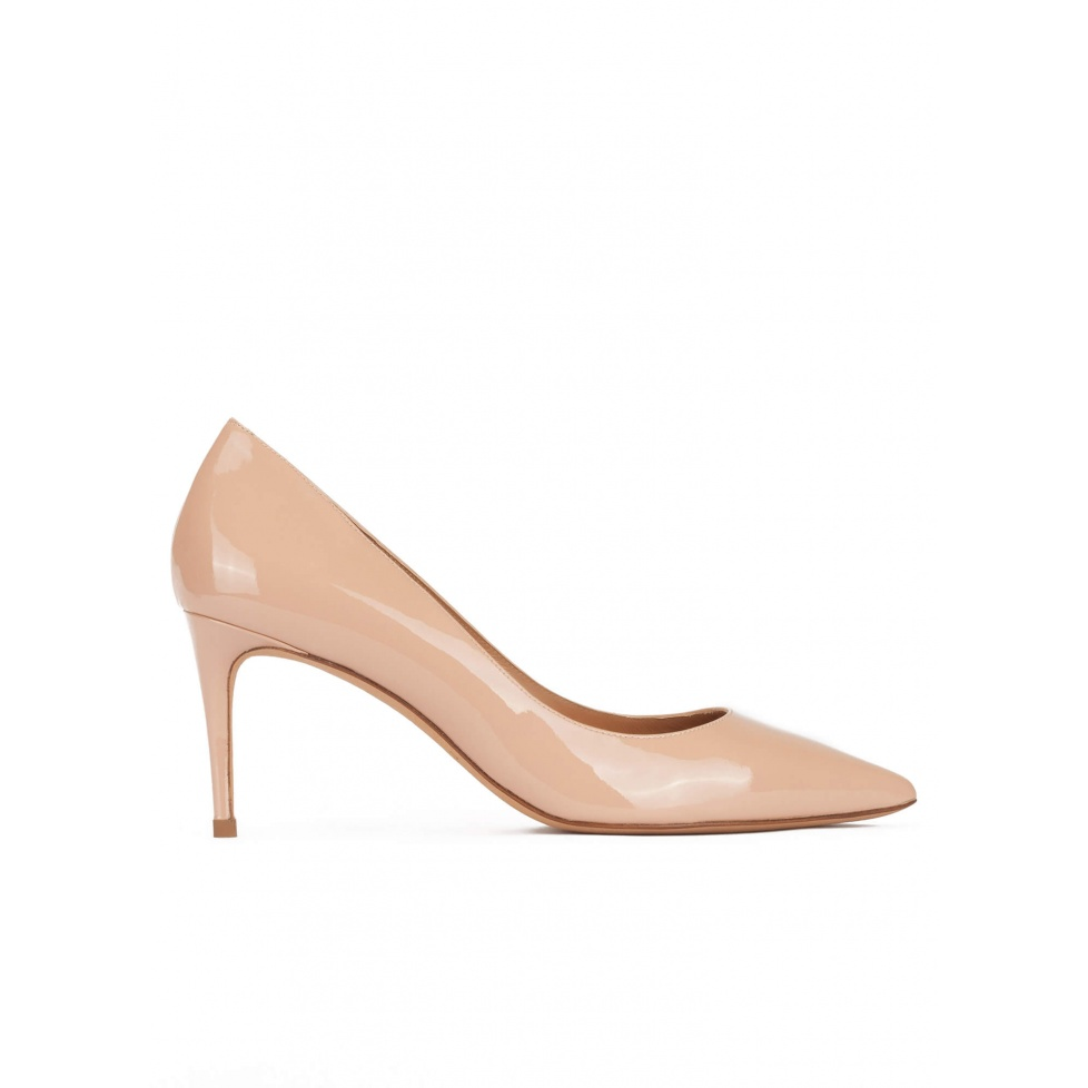 Zapatos de tacón medio con punta fina en charol nude
