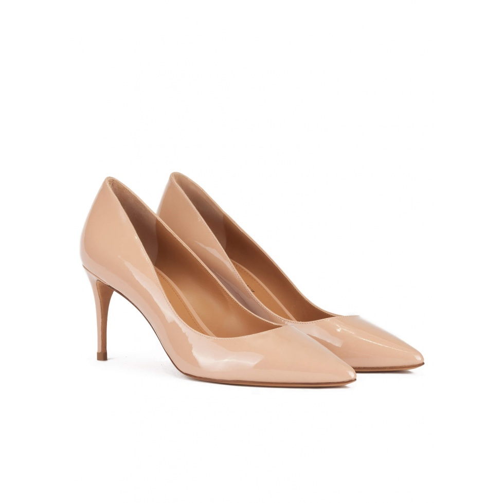 Pointed toe mid-heeled pumps in nude patent leather