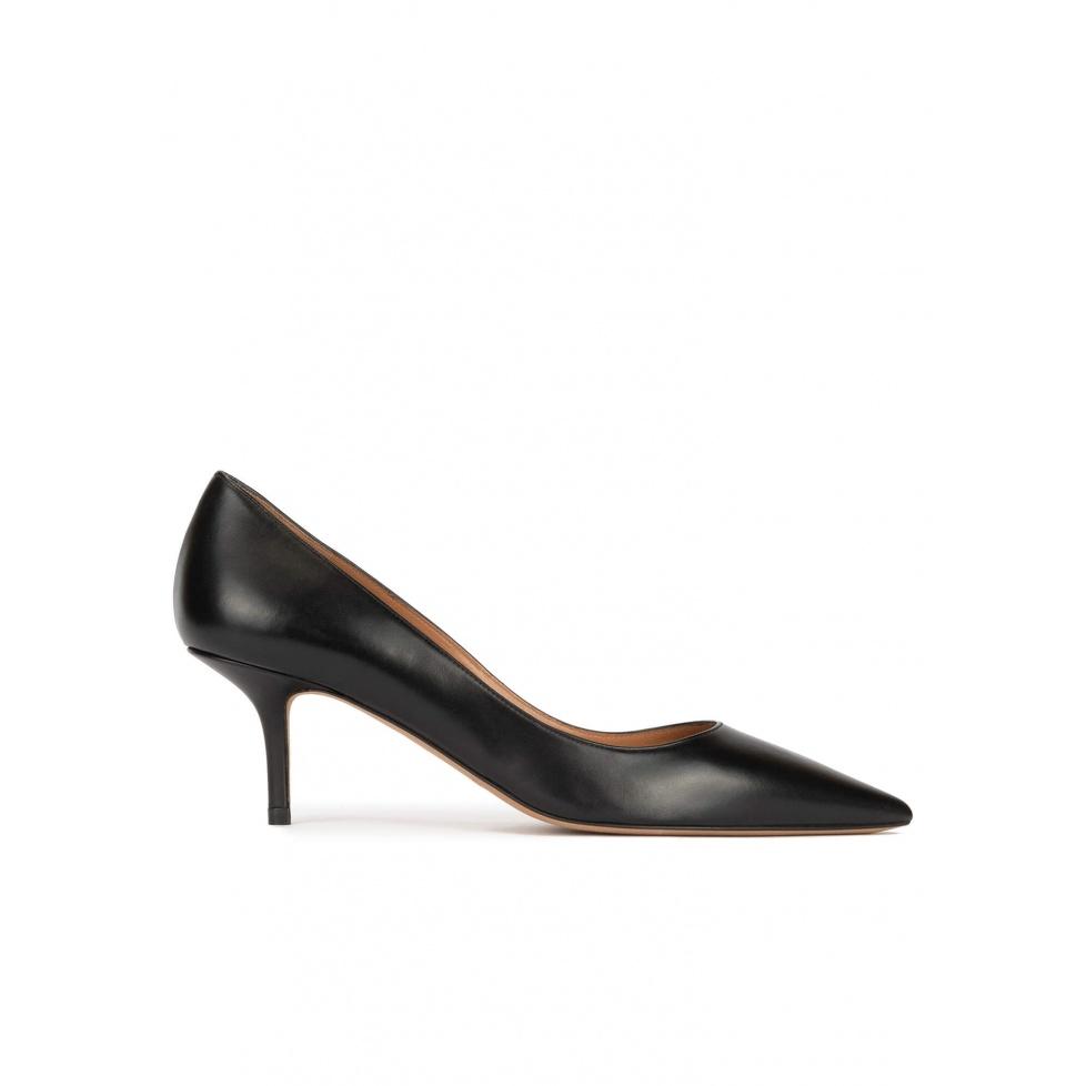Zapatos negros de tacón medio en piel