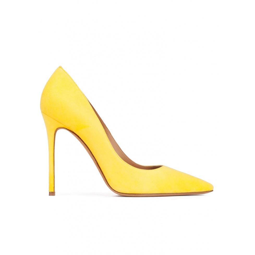 Zapatos de salón de punta fina y tacón stiletto en ante amarillo