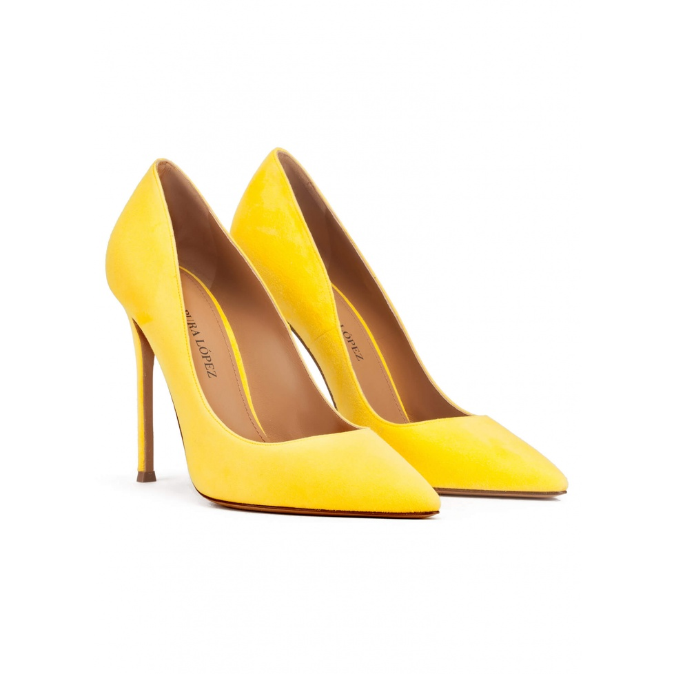 Heeled pointy toe pumps in yellow suede