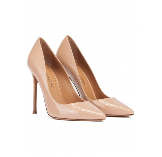 High heel point-toe pumps in nude patent leather Pura López