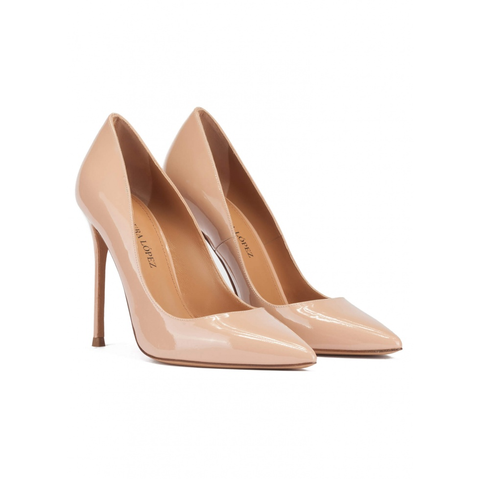 High heel point-toe pumps in nude patent leather