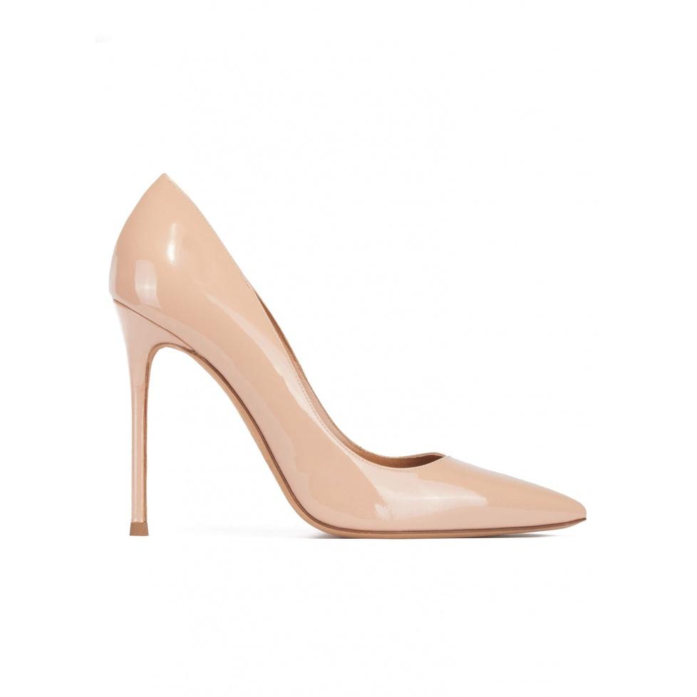 Zapatos de salón con tacón alto y punta fina en charol nude